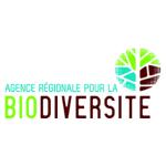 La biodiversité c'est l'ensemble des milieux naturels et des formes de vie (plantes, animaux, êtres humains, champignons, bactéries, virus) ainsi que toutes les relations et les interactions qui existent, d'une part, entre les organismes vivants eux-mêmes, et, d'autre part, entre ces organismes et leurs milieux de vie. On imagine mieux le sens de santé environnementale avec cette définition